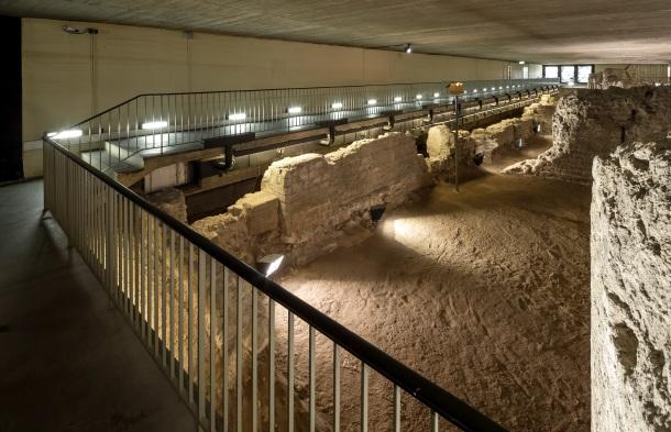 Blick auf die Fundamente des Praetoriums