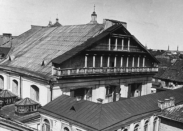 Schwarz-weiß Abbildung eines Teils der Synagoge mit Schwerpunkt auf dem Dach.