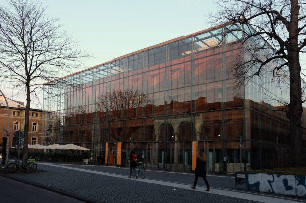 Verglastes Museumsgebäude