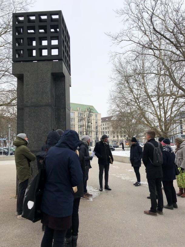Teilnehmer*innen der BVT 2018 am Platz der Opfer des Nationalsozialismus