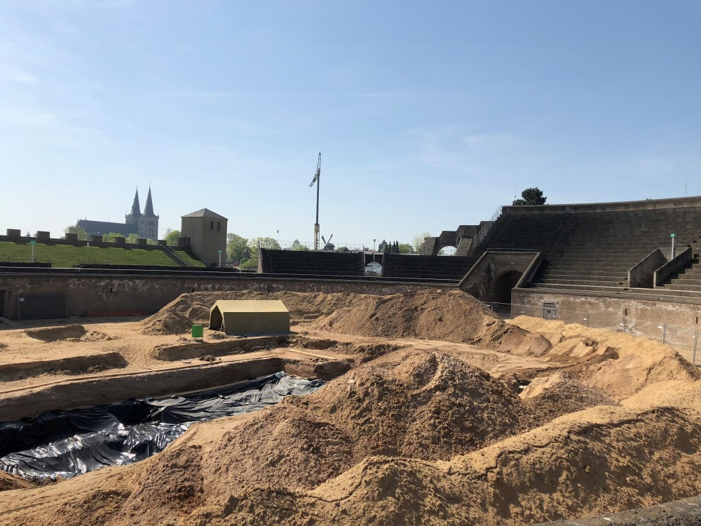 In der wiedererrichteten Arena des Parks werden derzeit archäologische Grabungen durchgeführt.