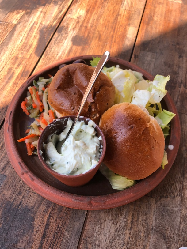 Das parkeigenen Restaurant serviert Speisen, die nach antiken römischen Rezepten zubereitet werden.