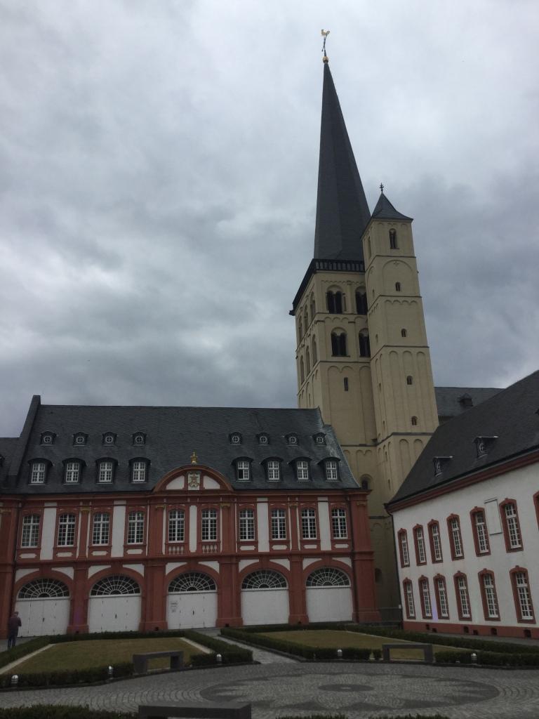 Ansicht der Abtei Brauweiler mit Turm.