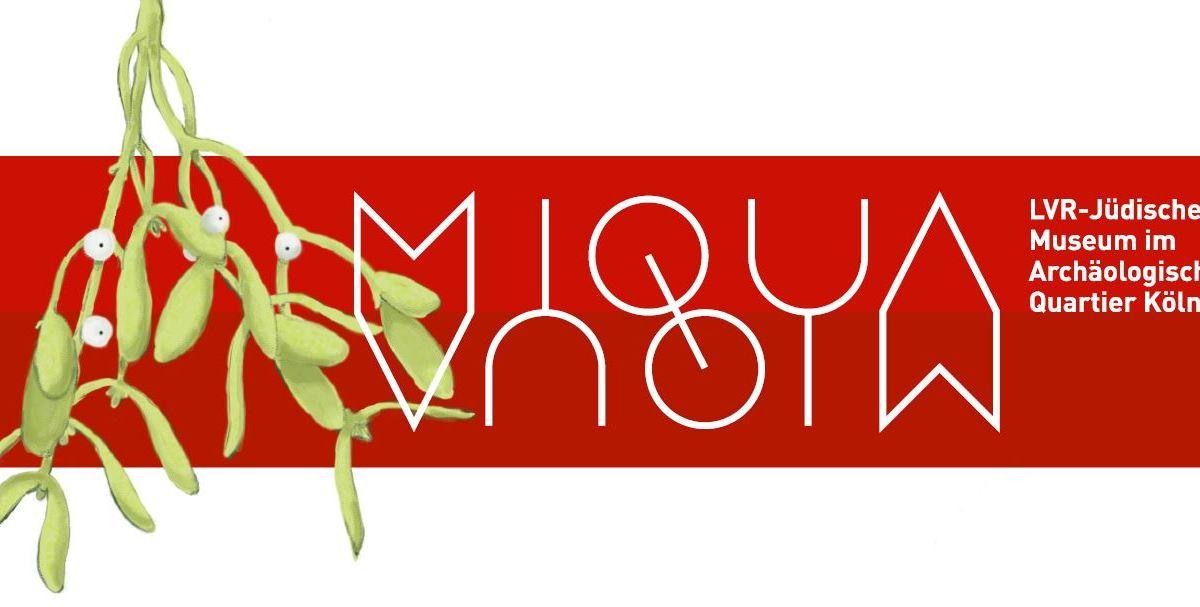 Die Weihnachtskarte des MiQua zeigt einen roten Querbalken auf weißem Untergrund. Darauf das MiQua-Logo in weiß und ein Mistelzweig als Illustration am linken Rand.