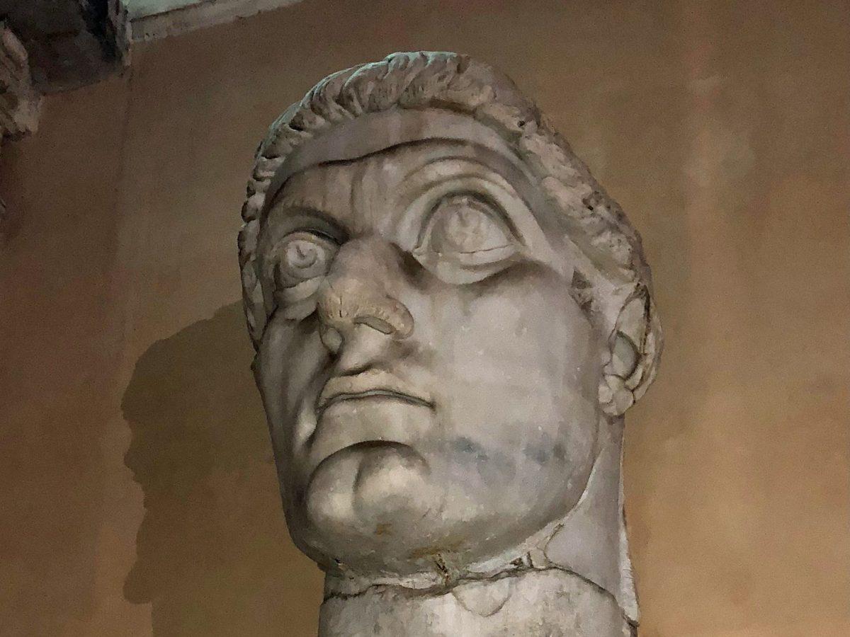 Marmorkopf des römischen Kaisers Konstantin