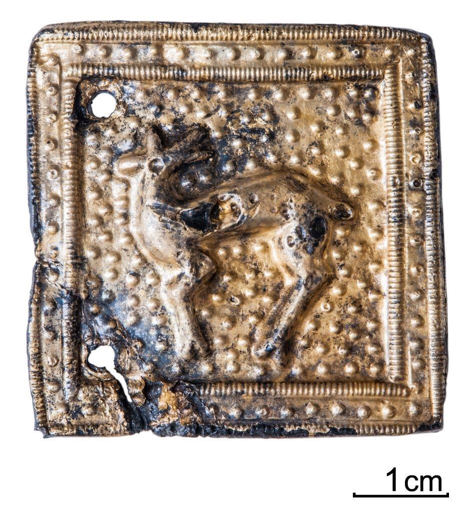 Archäologischer Fund, quadratisch goldfarben mit Tiermotiv
